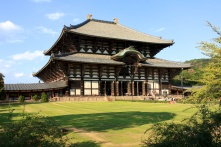 Todai-ji. The largest wooden structure in the world. Built by the world's largest wooden man. It's actually a sad story...